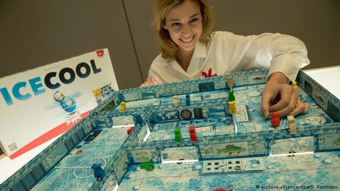 68th Nuremberg Toy Fair | Icecool (picture-alliance/dpa/D. Karmann)