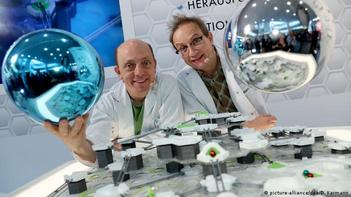 68th Nuremberg Toy Fair | Bernhard Hoëcker & Wigald Boning (picture-alliance/dpa/D. Karmann)