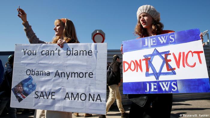 Protestors at the Amona settlement