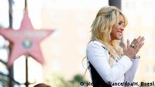 November 8, 2011*** Singer Shakira attends the ceremony honoring her with a new star on the Hollywood Walk of Fame in Los Angeles, USA, on 08 November, 2011. Photo: Hubert Boesl | Verwendung weltweit