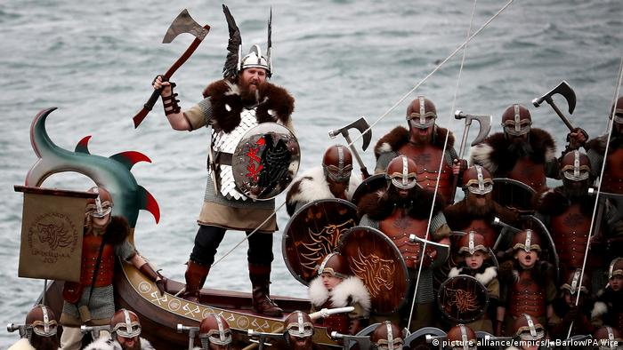 Up Helly Aa Viking festival (picture alliance/empics/J. Barlow/PA Wire)
