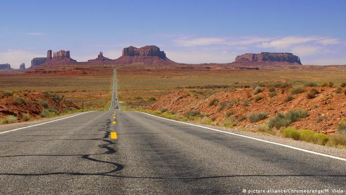 Monument Valley USA (picture-alliance/Chromeorange/M. Viola)