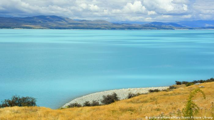 Laka Pukaki - milky blue water of Lake Pukaki makes (picture-alliance/Mary Evans Picture Library)