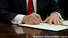 30.01.2017 +++ U.S. President Donald Trump signs an executive order in the Oval Office of the White House in in Washington, D.C., U.S., on Monday, Jan. 30, 2017. Trump said he will ìdramatically reduce regulations overall with this executive action. Credit: Andrew Harrer / Pool via CNP /MediaPunch |