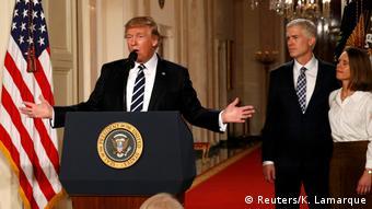 Trump bei der Vorstellung von Neil Gorsuch Ende 2017 (Foto: Reuters/K. Lamarque)