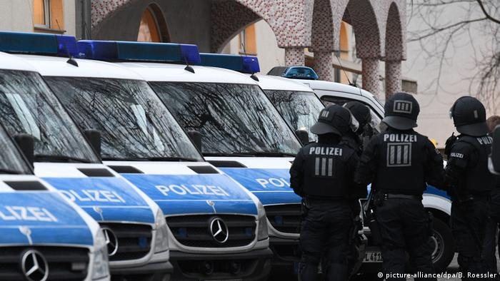 Полицейские Гессена во время спецоперации во Франкфурте-на-Майне 1 января