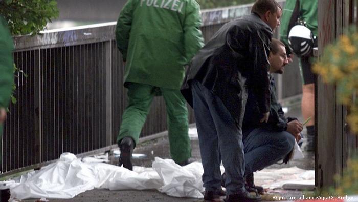 Dusseldorf train station attack, 2000