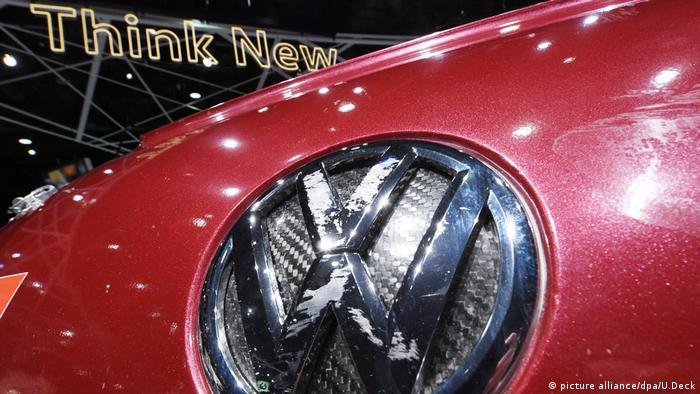 Volkswagen acordó, extrajudicialmente, en EE.UU, indemnizar con 1.200 millones de dólares a 78.000 propietarios de vehículos con motores diésel 3,0 litros TDI-V6 afectados por el escándalo de las emisiones. 01.02.2017