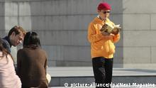 ARCHIV - Das am 19.12.2013 aufgenommene Foto zeigt den in China geborenen, kanadischen Milliardär und Geschäftsmann Xiao Jianhua vor dem Internationalen Finanzzentrum in Hongkong. Xiao Jianhua soll nach Medienberichten aus einem Hotel in Hongkong von der Polizei aufs chinesische Festland gebracht worden sein. Foto: Next Magazine/AP/dpa +++(c) dpa - Bildfunk+++  