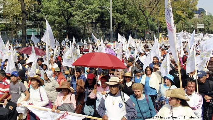 Mexiko - Tausende marschieren als Protest gegen Donald Trump
