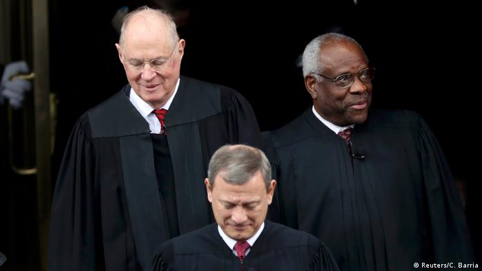 USA Washington - Supreme Court: Anthony Kennedy (L), John Roberts and Clarence Thomas (Reuters/C. Barria)