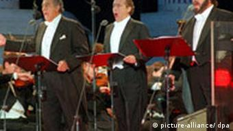 The Three Tenors singing in Düsseldorf in 1996