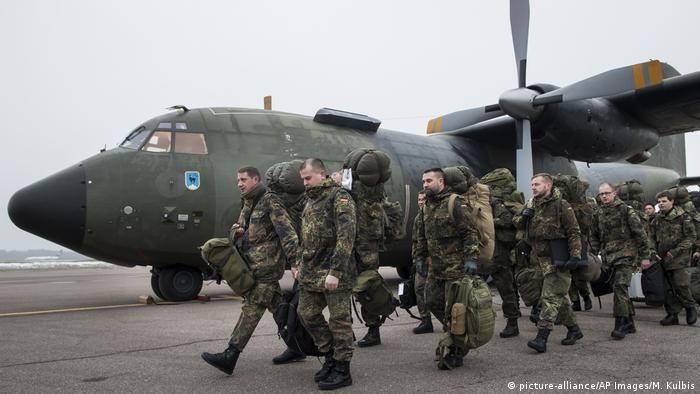 Litauen Bundeswehrsoldaten landen in Kaunas