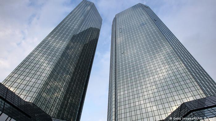 Berlín rechaza quitar regulaciones impuestas a la banca tras crisis financiera de 2008 que causó recesión. Alerta responde a derogación de ley Dodd Frank que evitaba quiebras bancarias y rescates por parte del Estado. 09.02.2017