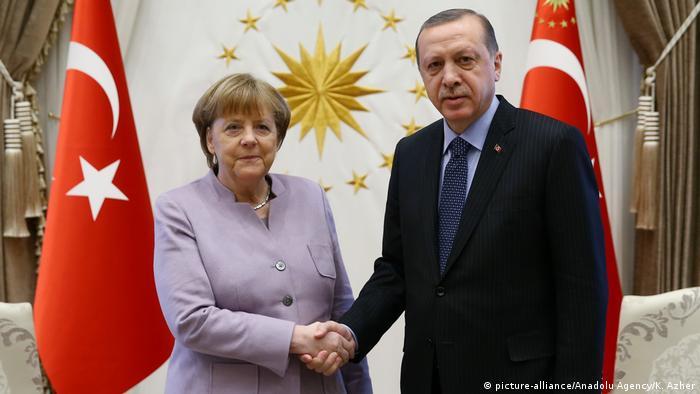 Türkei Treffen Angela Merkel & Recep Tayyip Erdogan (picture-alliance/Anadolu Agency/K. Azher)