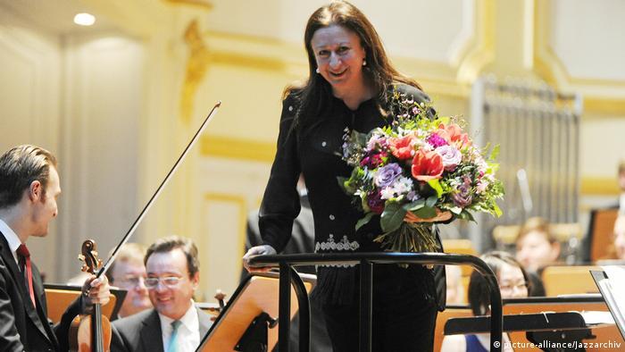 Deutschland Dirigentin Simone Young in der Laeiszhalle in Hamburg