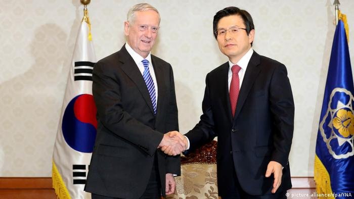 Südkorea James Mattis und Hwang Kyo-ahn (picture alliance/dpa/YNA)