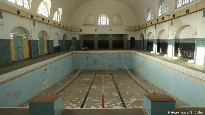 Пустой бассейн в Вюнсдорфе.