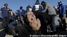 2.2.2017 - Ein israelischer Siedler schreit am 02.02.2017 in Amona (Westjordanland) während der Räumung des Außenpostens Amona. (zu dpa «Räumung des Außenpostens Amona im Westjordanland geht weiter» vom 02.02.2017) Foto: Tsafrir Abayov/AP/dpa +++(c) dpa - Bildfunk+++ |