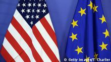 Symbolbild EU USA Flagge (Getty Images/T. Charlier)