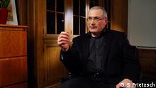 DW-Moderatorin Zhanna Nemtsova spricht mit Michail Chodorkowski