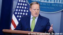 02.02.2017+++ White House Press Secretary Sean Spicer speaks during a briefing at the White House February 2, 2017 in Washington, DC. / AFP / Brendan Smialowski (Photo credit should read BRENDAN SMIALOWSKI/AFP/Getty Images)