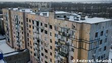 Ukraine Kämpfe in der Ostukraine in Awdijiwka | beschädigtes Wohnhaus