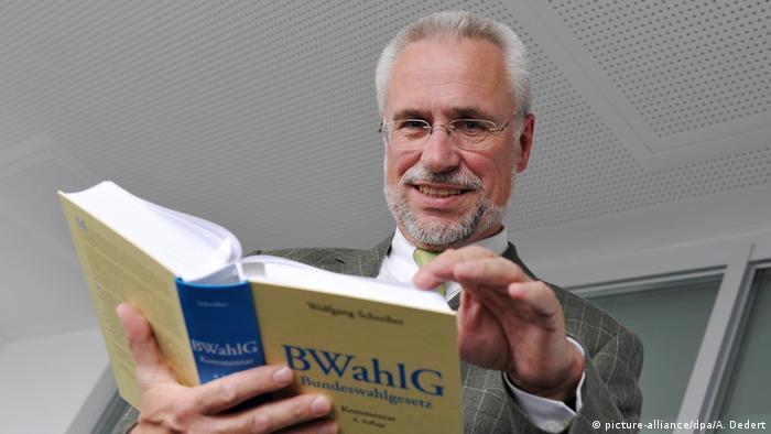 Deutschland Bundeswahlleiter Roderich Egeler (picture-alliance/dpa/A. Dedert)
