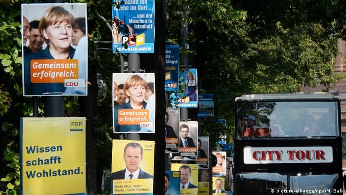 Deutschland Wahlplakate zur Bundestagswahl 2013 in Berlin (picture-alliance/dpa/M. Balk)