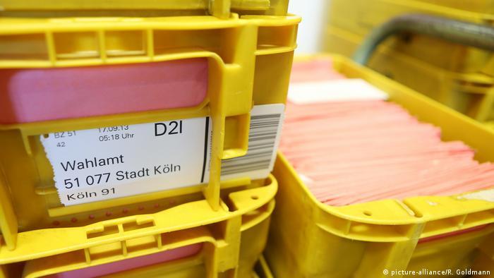 Deutschland Wahlbriefe zur Bundestagswahl 2013 (picture-alliance/R. Goldmann)