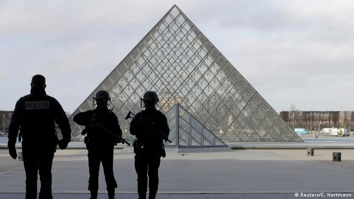 Frankreich Paris Louvre - Attentäter angeschossen