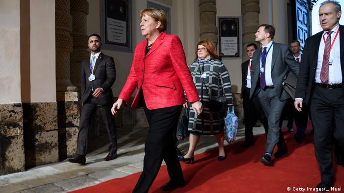 """Merkel se rende à """"UE de duas velocidades"""""""