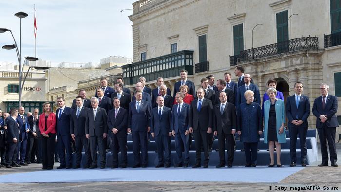 Los países de la Unión Europea acordaron hoy un programa de diez puntos para frenar la llegada de barcos de inmigrantes desde el norte de África, según fuentes diplomáticas en la cumbre del bloque en La Valeta, Malta. (3.02.2017)