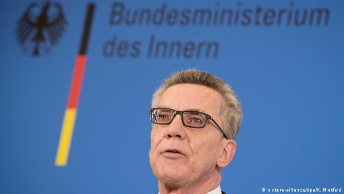 Deutschland Bundesinnenminister Thomas de Maiziere in Berlin (picture-alliance/dpa/K. Nietfeld)