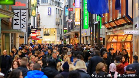 German shoppers (picture-alliance/R. Goldmann)