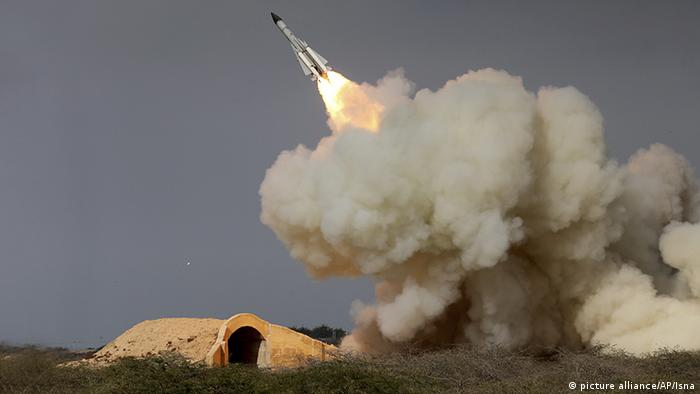 Raketenabschuss im Iran (picture alliance/AP/Isna)