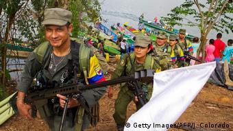 Miembros de las FARC camino al desarme.