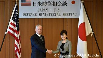 Japan US-Verteidigungsminister James Mattis | Tomomi Inada, Verteidigungsministerin (Getty Images/AFP/F. Robichon)