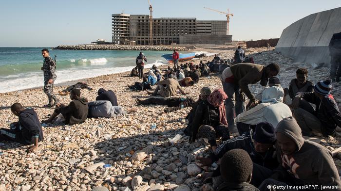 Libyen Flüchtlinge nach Strandung in Tripolis