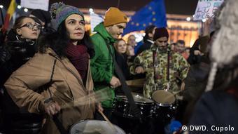 Χιλιάδες Ρουμάνοι διαδήλωσαν τις τελευταίες μέρες στο Βουκουρέστι και σε άλλες πόλεις της χώρας