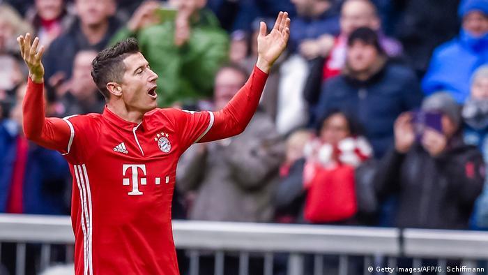 Sport Bundesliga FC Bayern Munich und FC Schalke 04   Robert Lewandowski