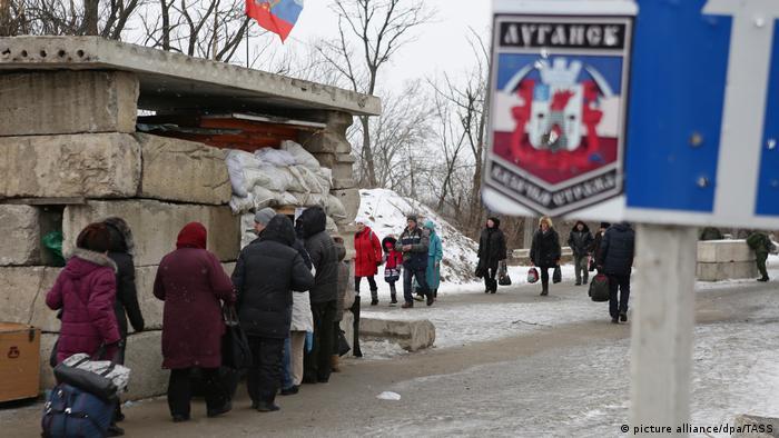 Пункт контроля на линии размежевания между Украиной и самопровозглашенной ЛНР