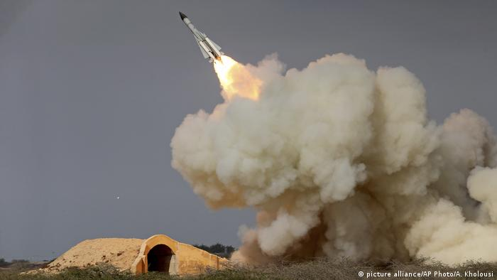 Iran Test S-200 Rakete (picture alliance/AP Photo/A. Kholousi)