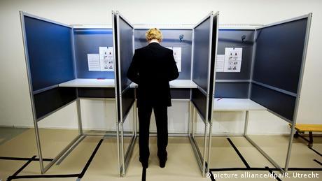 Niederlande Stimmagabe Geert Wilders (picture alliance/dpa/R. Utrecht)