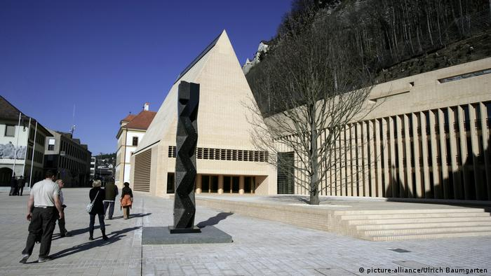 Liechtenstein Parlament in Vaduz (picture-alliance/Ulrich Baumgarten)
