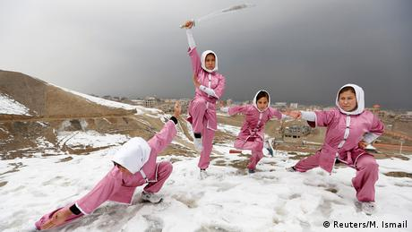 Afghanistan Winter & Schnee in Kabul | Shaolin Wushu Show (Reuters/M. Ismail)