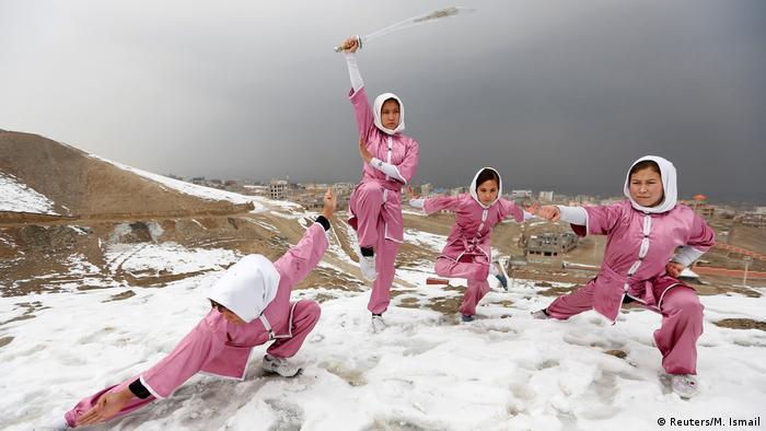 Afghanistan Winter & Schnee in Kabul | Shaolin Wushu Show (Reuters/M. Ismail)