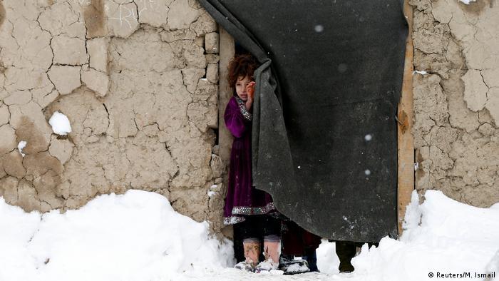 El año 2016 fue el más cruento para la población civil en Afganistán, con 11.418 víctimas (3.498 muertos y 7.920 heridos), lo que significó un 3 % más que en 2015, y un significativo aumento del 24 % de niños afectados. (6.02.2017)
