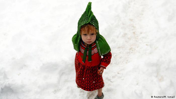 Afghanistan Winter & Schnee in Kabul | Mädchen, Binnenflüchtling (Reuters/M. Ismail)