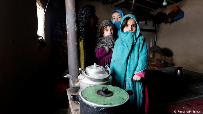 Afghanistan Winter & Schnee in Kabul | Mädchen, Binnenflüchtlinge (Reuters/M. Ismail)